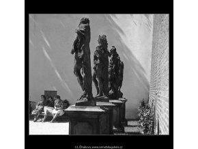 Zákryt soch (4599-29), Praha 1966 červenec, černobílý obraz, stará fotografie, prodej