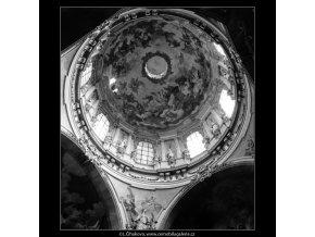 Interiér Chrámu sv.Mikuláše (2921-1), Praha 1964 květen, černobílý obraz, stará fotografie, prodej