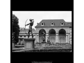 Sala terrena (2946-1), Praha 1964 červen, černobílý obraz, stará fotografie, prodej