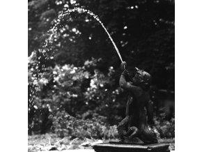 Kašna (4614-2), Praha 1966 červen, černobílý obraz, stará fotografie, prodej