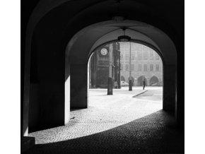 Pražská podloubí (4645-1), Praha 1966 červenec, černobílý obraz, stará fotografie, prodej