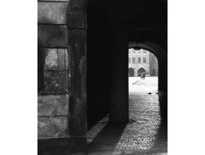 Pražská podloubí (4645-2), Praha 1966 červenec, černobílý obraz, stará fotografie, prodej