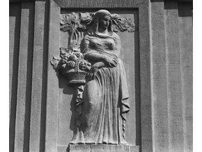Reliéfy na domě (4673-1), Praha 1966 srpen, černobílý obraz, stará fotografie, prodej