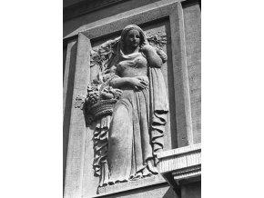 Reliéfy na domě (4673-3), Praha 1966 srpen, černobílý obraz, stará fotografie, prodej