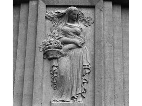 Reliéfy na domě (4673-4), Praha 1966 srpen, černobílý obraz, stará fotografie, prodej