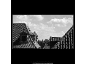 Pražské střechy (4724), Praha 1966 srpen, černobílý obraz, stará fotografie, prodej