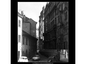 Kozí ulička (4730), Praha 1966 srpen, černobílý obraz, stará fotografie, prodej