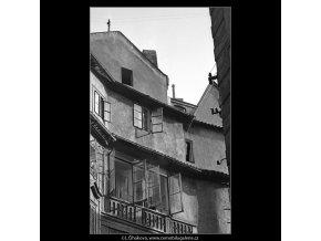 Okna a štíty domů (4735-4), Praha 1966 srpen, černobílý obraz, stará fotografie, prodej