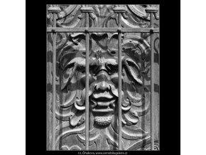 Výzdoba na dveřích (4747-1), Praha 1966 srpen, černobílý obraz, stará fotografie, prodej