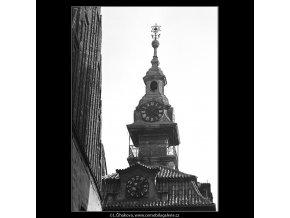 Věž vysoké radniční synagogy (4752), Praha 1966 srpen, černobílý obraz, stará fotografie, prodej