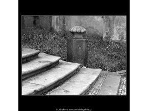Pražské patníky (4758-1), Praha 1966 srpen, černobílý obraz, stará fotografie, prodej