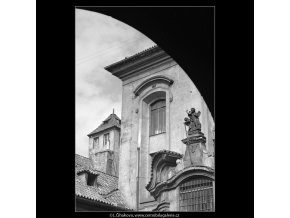 Věžička kostela sv.Michala (4773), Praha 1966 srpen, černobílý obraz, stará fotografie, prodej