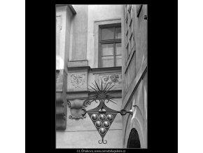 Vinárna U zlaté konvice (4775), Praha 1966 srpen, černobílý obraz, stará fotografie, prodej