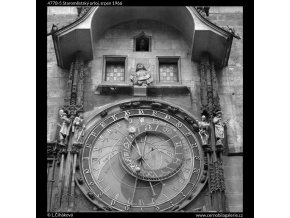 Staroměstský orloj (4778-5), Praha 1966 srpen, černobílý obraz, stará fotografie, prodej