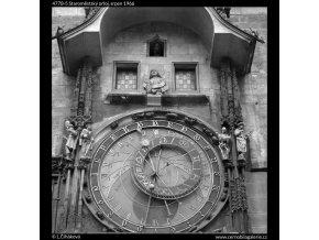 Staroměstský orloj (4778-5), Praha 1966 srpen, černobílý obraz, stará fotografie, prodej