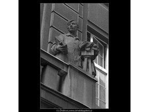 Plastiky na domech (4784-1), Praha 1966 srpen, černobílý obraz, stará fotografie, prodej