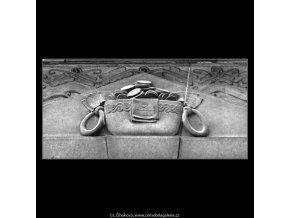 Plastiky na domech (4784-2), Praha 1966 srpen, černobílý obraz, stará fotografie, prodej