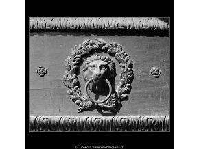 Výzdoba dveří (4791), Praha 1966 srpen, černobílý obraz, stará fotografie, prodej