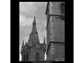 Část věže Zvonice svatojindřišské (4793), Praha 1966 srpen, černobílý obraz, stará fotografie, prodej