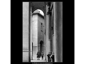 Loubí kostela sv.Salvátora (4798), Praha 1966 srpen, černobílý obraz, stará fotografie, prodej