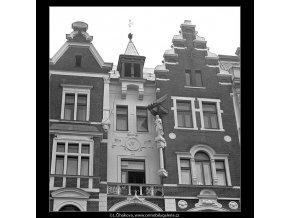 Dům U dvou štítů (4802), Praha 1966 srpen, černobílý obraz, stará fotografie, prodej