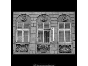 Okna a ozdoby (4844-1), Praha 1966 září, černobílý obraz, stará fotografie, prodej