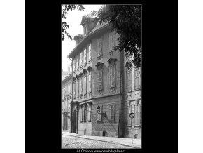 Domy ve Sněmovní ulici (4889), Praha 1966 říjen, černobílý obraz, stará fotografie, prodej