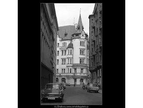 Dům s věžičkou (4891), Praha 1966 říjen, černobílý obraz, stará fotografie, prodej