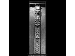 Maskaron na dveřích (4911), Praha 1966 říjen, černobílý obraz, stará fotografie, prodej