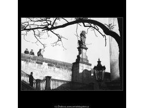 Plastiky na Karlově mostě (4957-2), Praha 1966 říjen, černobílý obraz, stará fotografie, prodej
