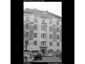 Pražské domy (4987-3), Praha 1966 prosinec, černobílý obraz, stará fotografie, prodej