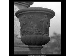 Ozdobné vázy (4993-2), Praha 1966 prosinec, černobílý obraz, stará fotografie, prodej