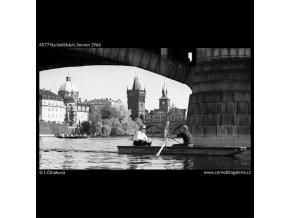 Na lodičkách (4577), žánry - Praha 1966 červen, černobílý obraz, stará fotografie, prodej