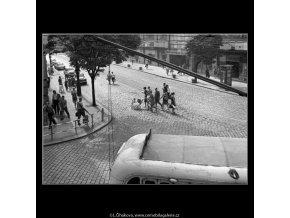 Křižovatka (4582), žánry - Praha 1966 červen, černobílý obraz, stará fotografie, prodej
