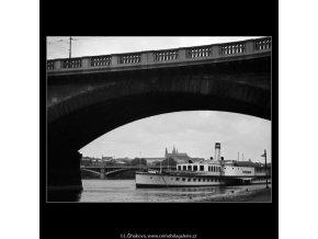 Parník u přístaviště (4594), žánry - Praha 1966 červenec, černobílý obraz, stará fotografie, prodej