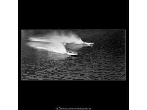 Motorové čluny (4883), žánry - Praha 1966 říjen, černobílý obraz, stará fotografie, prodej
