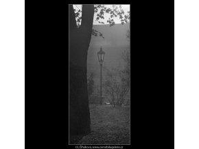 Lampa (5007-2), Praha 1966 prosinec, černobílý obraz, stará fotografie, prodej