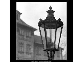 Plynová lampa (5008-1), Praha 1966 prosinec, černobílý obraz, stará fotografie, prodej