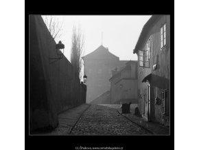 Pohled do Černínské ulice (5037), Praha 1966 prosinec, černobílý obraz, stará fotografie, prodej