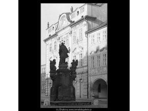 Sousoší sv.Jana Nepomuckého (5041), Praha 1966 prosinec, černobílý obraz, stará fotografie, prodej