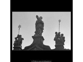 Plastika nad vchodem (5042), Praha 1966 prosinec, černobílý obraz, stará fotografie, prodej