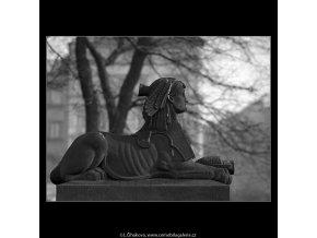 Sfingy z pomníku V.Hálka (5081-2), Praha 1967 únor, černobílý obraz, stará fotografie, prodej