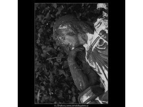 Z malostranského hřbitova (5099-1), Praha 1967 únor, černobílý obraz, stará fotografie, prodej