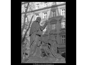 Z malostranského hřbitova (5099-5), Praha 1967 únor, černobílý obraz, stará fotografie, prodej