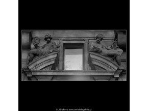 Plastiky Národního divadla (5604-2), Praha 1967 září, černobílý obraz, stará fotografie, prodej