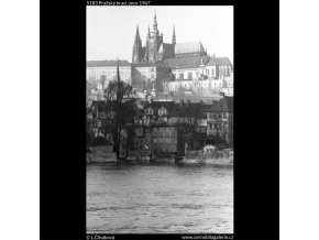 Pražský hrad (5183), Praha 1967 únor, černobílý obraz, stará fotografie, prodej