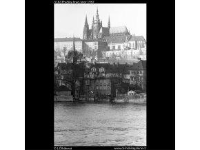 Pražský hrad (5183), Praha 1967 únor, černobílý obraz, stará fotografie, prodej