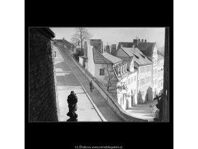 Ohyb Nerudovy ulice (5190-4), Praha 1967 únor, černobílý obraz, stará fotografie, prodej