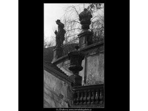 Schodiště (5193-2), Praha 1967 březen, černobílý obraz, stará fotografie, prodej