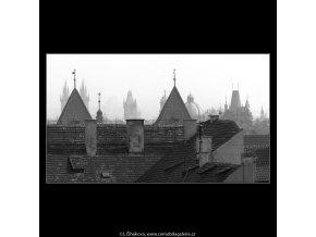 Pražské věže v mlze (5195), Praha 1967 březen, černobílý obraz, stará fotografie, prodej